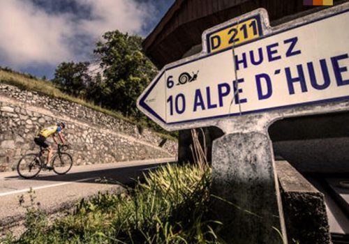 Cyclist rides to Alpe dHuez