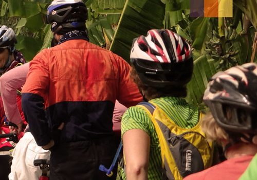 Cyclists meet people of Thailand
