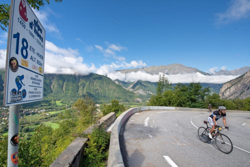 Cyclists ride to the Alpe d'huez