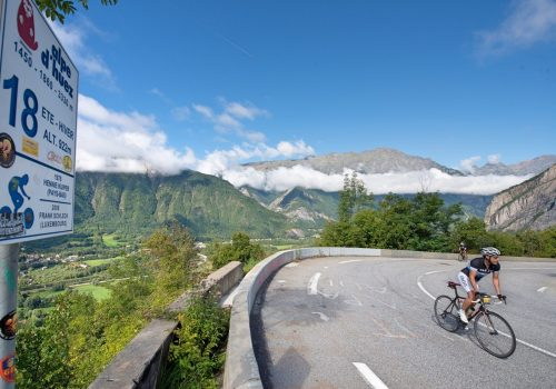 Cyclist rides to the Alpe d'Huez