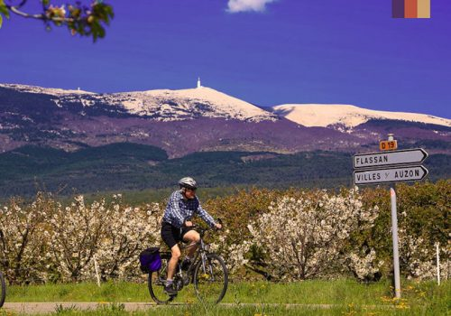 Cyclist rides to Flassan