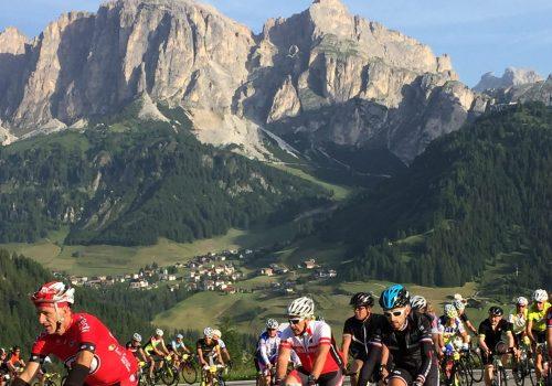 Cyclist ride the Maratona