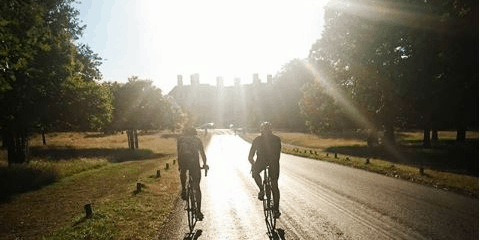 2 Cyclists in the Richmond Park