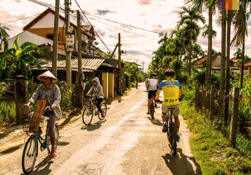 Cyclists ride in the little towns of Bangkok