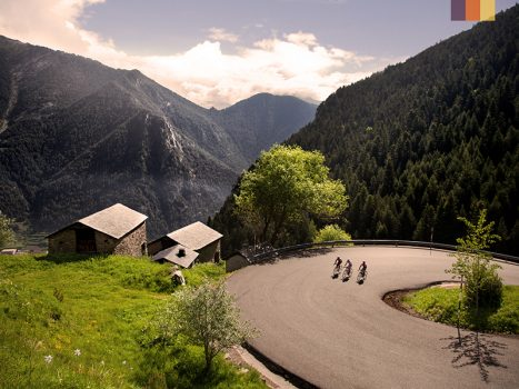 3 Cyclists ride on the Col D'Ordino