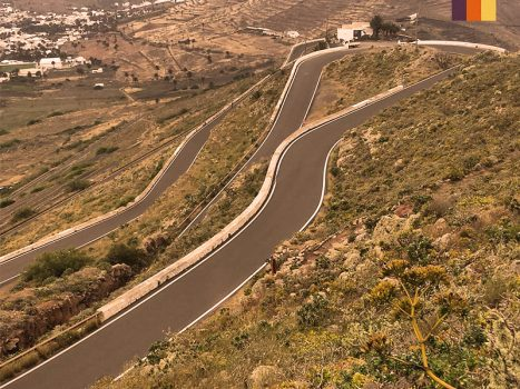 switchbacks on the road of the tabayesco climb in lanzarote