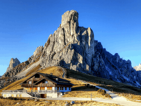 the passo giau cycling route in northern italy