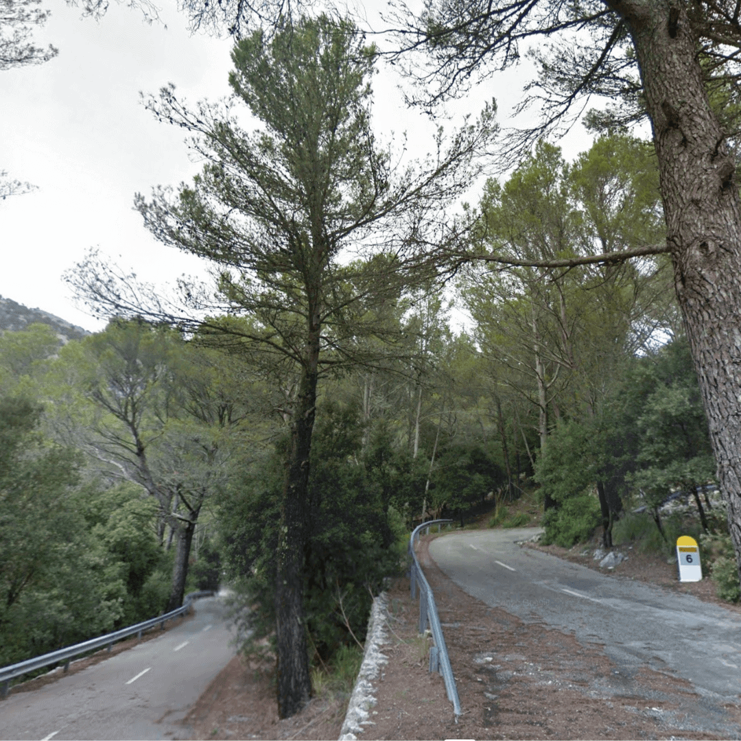 Cycling route along the Coll d'Honor in Mallorca