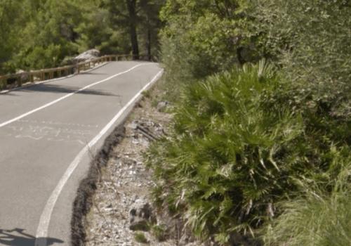 Cyclist descending the Coll de Femenia in Mallorca