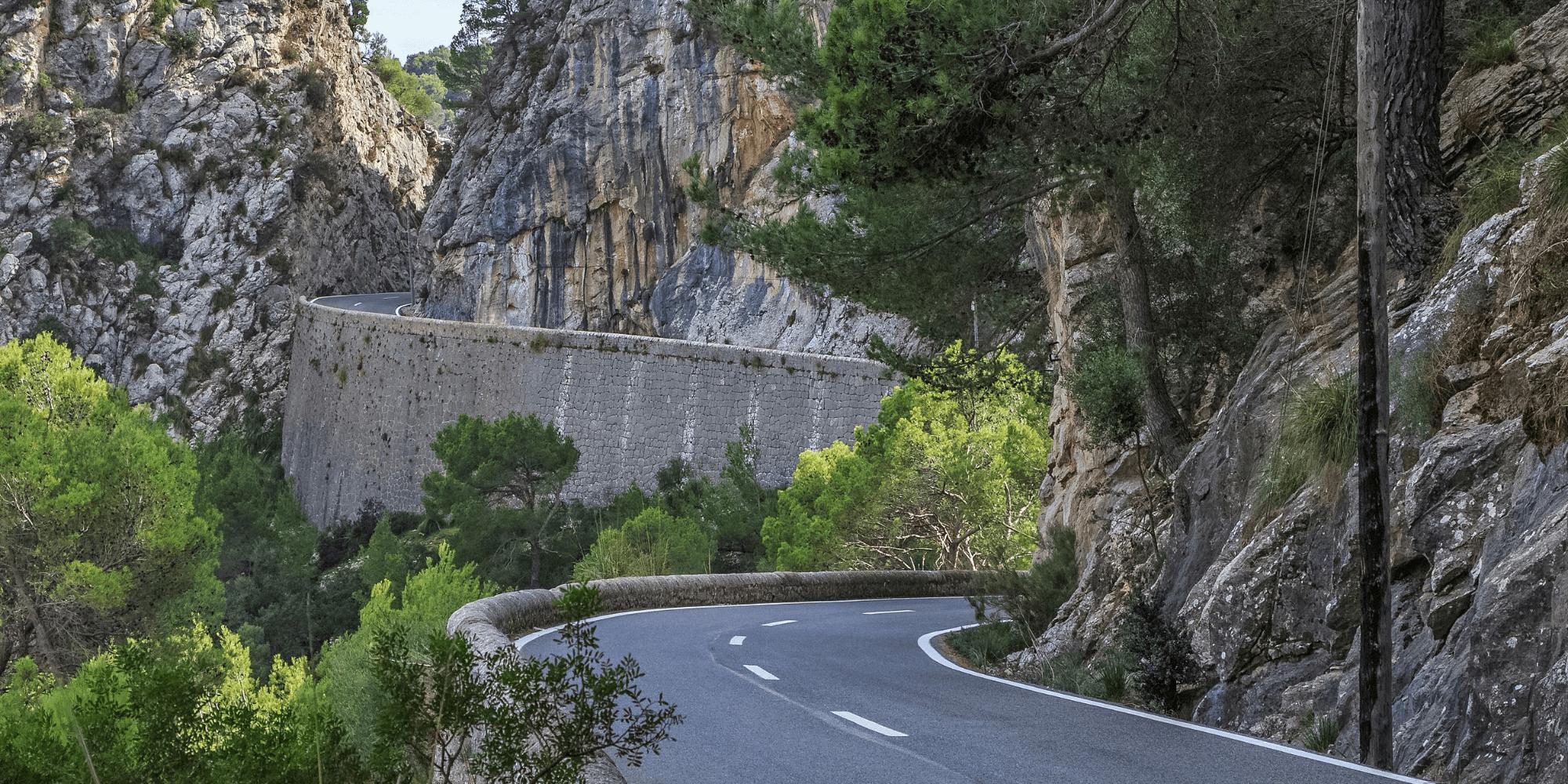 The descent of the Coll de Sa Batalla